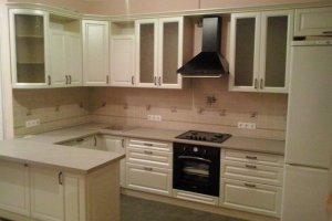 П-образная кухня в светлых тонах - Мебельная фабрика «Мебельная мастерская»