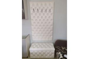 Прихожая белая с каретной стяжкой - Мебельная фабрика «Мебельный клуб»