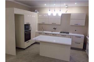 Просторная кухня с островом - Мебельная фабрика «Династия»