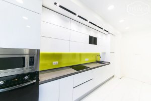 Прямая белая кухня - Мебельная фабрика «Триана»