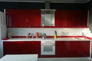 Прямая красная кухня - Мебельная фабрика «Мебель +5»
