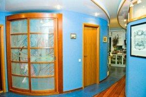 Радиусный шкаф-купе в коридор - Мебельная фабрика «HOLZ»