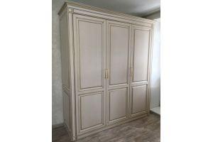 Распашной шкаф с патиной - Мебельная фабрика «ЭльфОла»