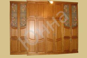 Шкаф для одежды из массива ясеня с витражным рисунком - Мебельная фабрика «ЮННА»