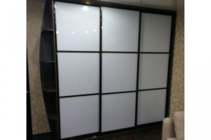 Шкаф-купе фасады белое стекло   - Мебельная фабрика «Ваша мебель»
