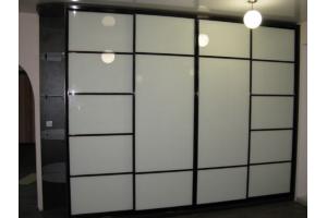 Шкаф-купе, фасады - белое стекло - Мебельная фабрика «Ваша мебель»
