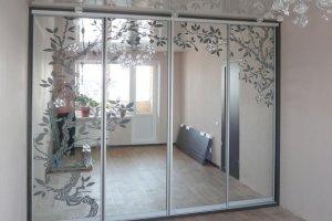 Шкаф-купе, фасады - зеркало с пескоструйным рисунком - Мебельная фабрика «Ваша мебель»
