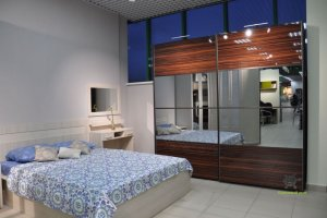 Шкаф-купе глянцевый с зеркалом - Мебельная фабрика «Красивый Дом»