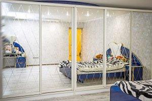 Шкаф купе с гравировкой - Мебельная фабрика «Корпус»
