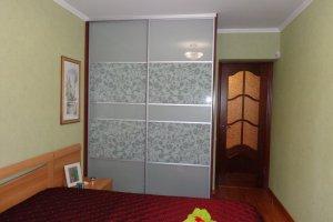 Шкаф-купе серый в спальню - Мебельная фабрика «МЕБЕЛЬ-Профи»