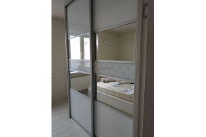 Шкаф-купе светлый в спальню - Мебельная фабрика «Алгоритм»