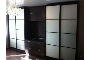 Шкаф-купе в гостинную с тумбой под ТВ - Мебельная фабрика «Апрель»