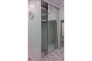 Шкаф-купе встроенный с зеркалом - Мебельная фабрика «3 + 2»