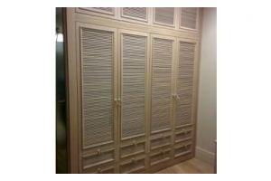 Шкаф распашной реечный фасад - Мебельная фабрика «ESTET INTERIORS»