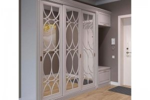 Шкаф с резными витринами в прихожую - Мебельная фабрика «Элана»