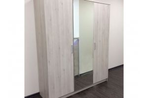 Шкаф с зеркалом трехдверный - Мебельная фабрика «3 + 2»