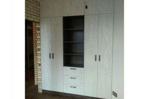 Шкаф светлый в прихожую - Мебельная фабрика «Основа-Мебель»