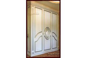 Шкаф в классическом стиле с медальоном Флоры - Мебельная фабрика «Эксклюзив»
