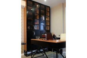 Шкаф витрина темный Лофт R024 - Мебельная фабрика «BLISS-HOME»