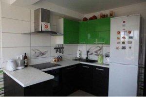 Современная черно-зеленая кухня - Мебельная фабрика «Арт-Тек мебель»