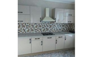 Современная недорогая кухня с оригинальными ручками - Мебельная фабрика «Киржачская мебельная фабрика»