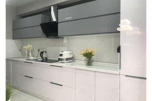 Современная светлая прямая кухня - Мебельная фабрика «Феникс-М»