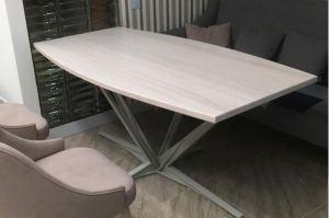 Современный обеденный стол со скульптурной стальной основой - Мебельная фабрика «Массив»