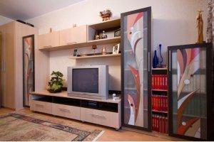 Стенка в гостиную с витражом - Мебельная фабрика «Найди»