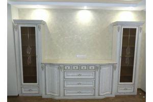 Стенка в классическом стиле с патиной - Мебельная фабрика «Meberotti»