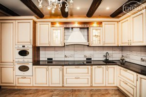 светлая кухня МДФ в классическом стиле - Мебельная фабрика «Триана»