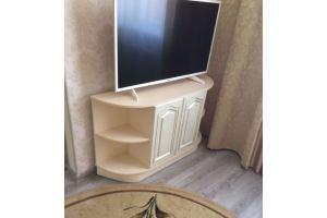 Светлая округлая ТВ тумба - Мебельная фабрика «Valery»