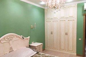 Светлый шкаф из массива - Мебельная фабрика «Курдяшев-мебель»