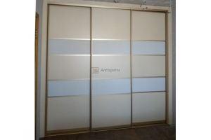 Светлый шкаф-купе со вставкой - Мебельная фабрика «Алгоритм»