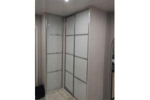 Светлый угловой шкаф-купе - Мебельная фабрика «Дэрия»