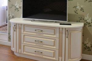 Тумба под ТВ в классическом стиле - Мебельная фабрика «Ре-Форма»
