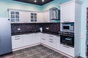 Угловая белая кухня - Мебельная фабрика «Триана»