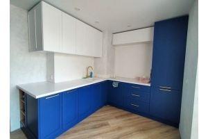 Угловая бело-синяя кухня - Мебельная фабрика «ЭльфОла»