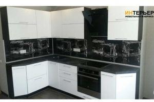 Угловая черно-белая кухня - Мебельная фабрика «Интерьер»
