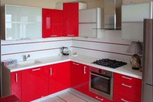 Угловая красно-белая кухня - Мебельная фабрика «Актуаль-М»