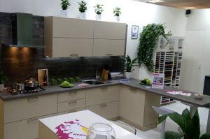 Угловая кухня со шпоном ясеня - Мебельная фабрика «Малина»