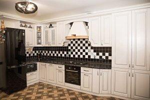 Угловая кухня экошпон с патиной - Мебельная фабрика «Корпус»