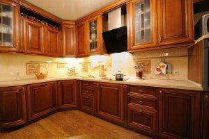 Угловая кухня из массива - Мебельная фабрика «Lakma»