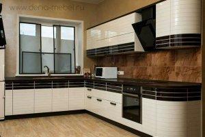 Угловая кухня с мойкой у окна - Мебельная фабрика «Дэрия»
