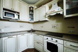 Угловая кухня с патиной - Мебельная фабрика «Lakma»