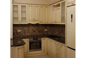 Угловая кухня с патиной - Мебельная фабрика «КамиАл»
