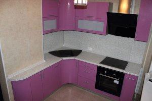 Угловая кухня с радиусными фасадами - Мебельная фабрика «ТРИ-е»
