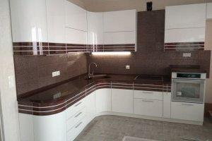 Угловая кухня со вставкой из шпона - Мебельная фабрика «МЭК»
