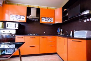 Угловая оранжевая кухня - Мебельная фабрика «Найди»