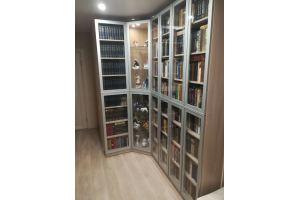 Угловой шкаф с полками из массива дерева - Мебельная фабрика «Мебель Парк»