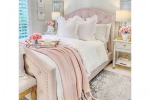 Уютная кровать с каретной стяжкой - Мебельная фабрика «Danis»